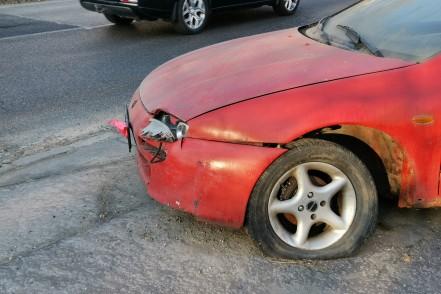 Folytatódik a rendszám nélküli autók elszállítása a kerületből