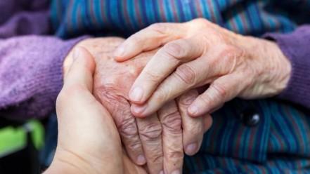 Az önkormányzat ellátja az otthon maradó időseket